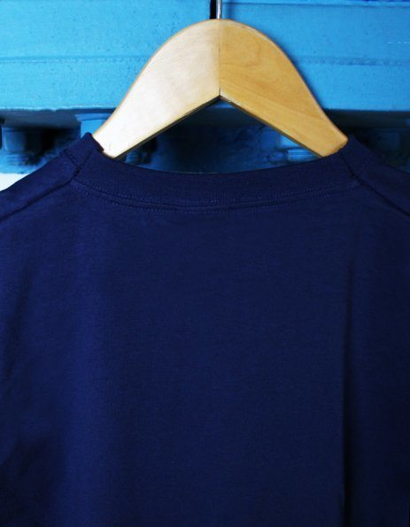 Dettaglio cucitura maglietta uomo Fruit of the Loom blu navy