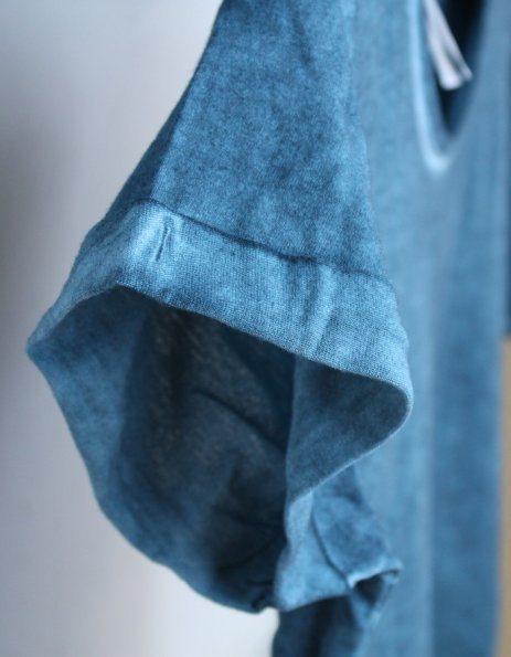 Dettaglio maniche con bordino e cuciture